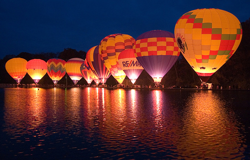 Balloon Glow by photobunny