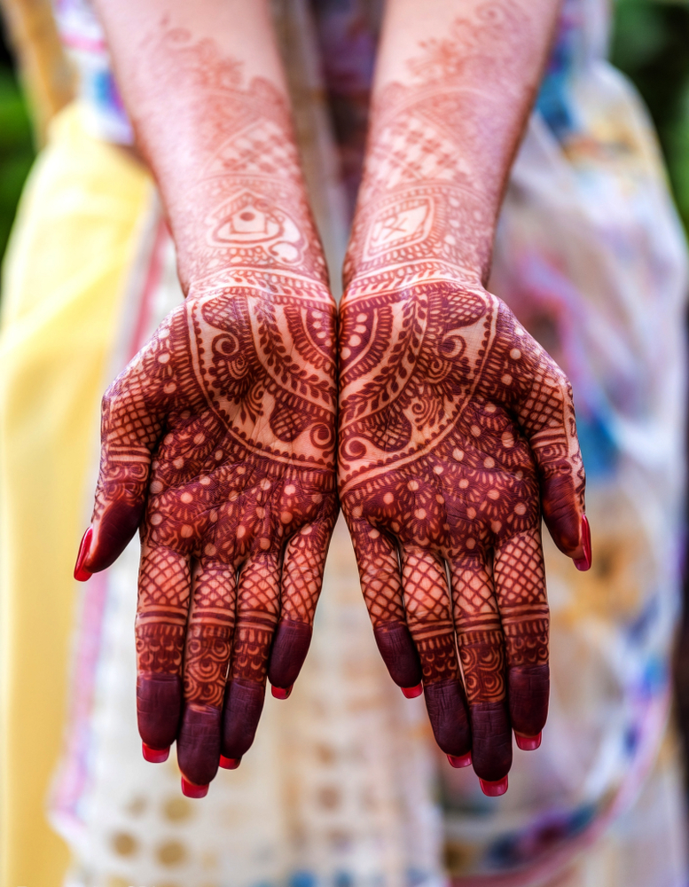 bride showing mehndi tattoos design